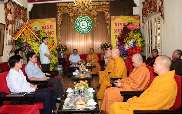 Các ban ngành T.Ư chúc mừng Phật đản GHPGVN ảnh 6