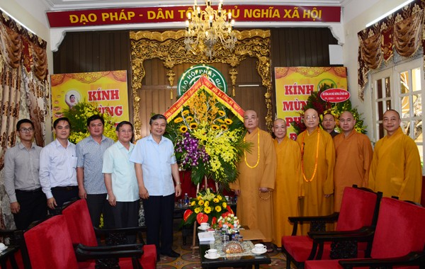 Các ban ngành T.Ư chúc mừng Phật đản GHPGVN ảnh 7