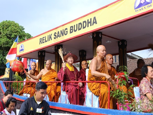 Chùm ảnh: Trang nghiêm rước Phật tại Indonesia ảnh 27