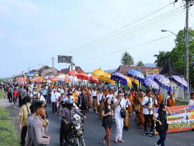 Chùm ảnh: Trang nghiêm rước Phật tại Indonesia ảnh 40