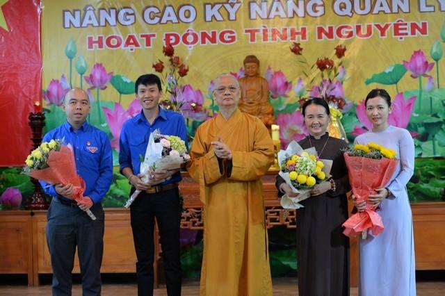Các nhóm tình nguyện chia sẻ tại chùa Quán Sứ ảnh 4