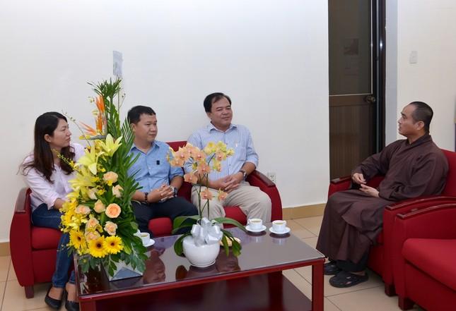 CA-UBND Q3 Mung Ngay Nha Bao (1).JPG