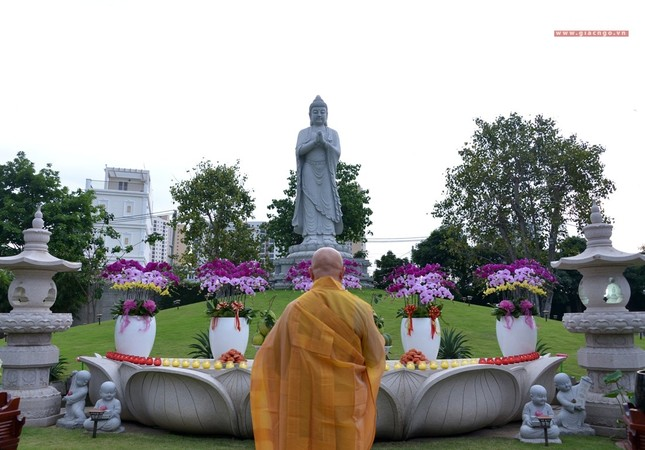 Le via Phat A Di Da - chua Hue Nghiem (15).jpg
