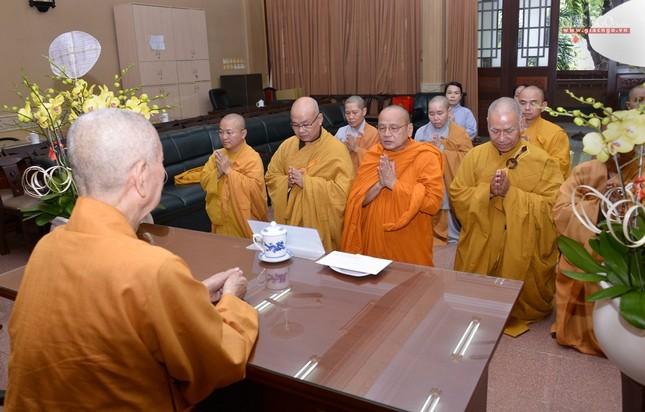 Khanh tue HT vien Truong - Tuong HT Minh Chau (2).jpg