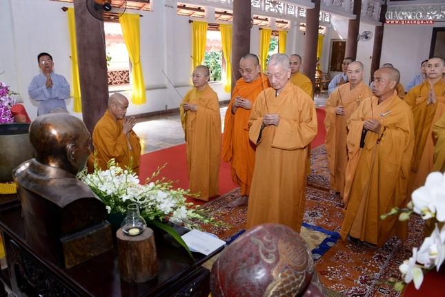 Khanh tue HT vien Truong - Tuong HT Minh Chau (6).jpg