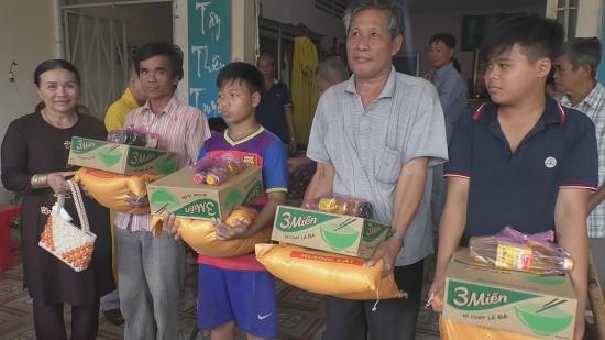 chua Khai Tuong tang 100 phan qua tet cho nguoi ngheo.bmp