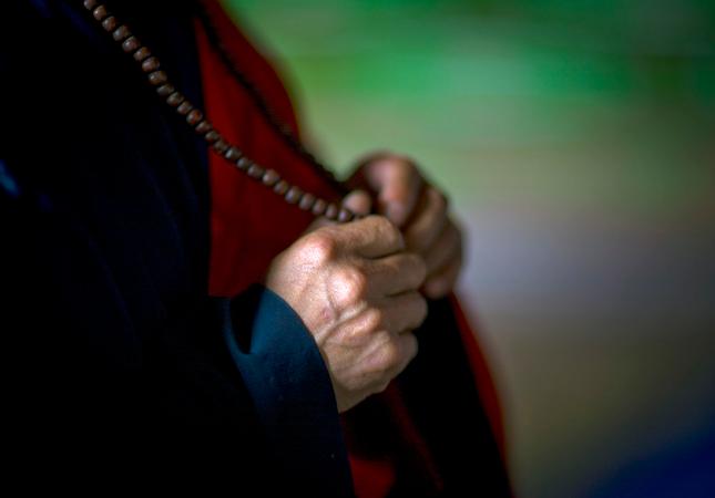 Screenshot_2020-01-19 Hands monk Pohyon Temple - North Korea.png