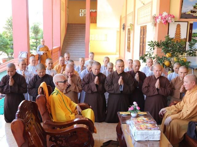 1. Cựu Tăng Ni sinh Cơ Bản 3 và Cao Đăng 2 khánh tuế Hòa thượng Hiệu Trưởng.jpg
