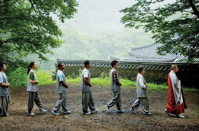 walkingmeditation-1507220697644-14-HR.jpg