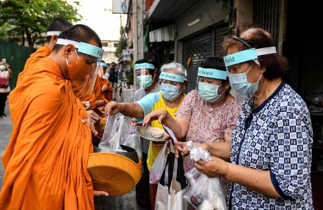 thai monks.jpeg.png