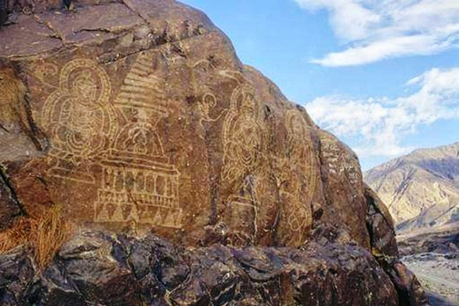 Ancient-Buddhist-rock-inscriptions-in-Gilgit-Baltistan.jpg