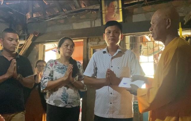HT Thích Quảng Tâm - Trụ trì chùa Linh Thứu (Nha Trang) đang quản lý chùa Thanh Sơn, tiếp nhận tấmlòng của phật tử.jpg