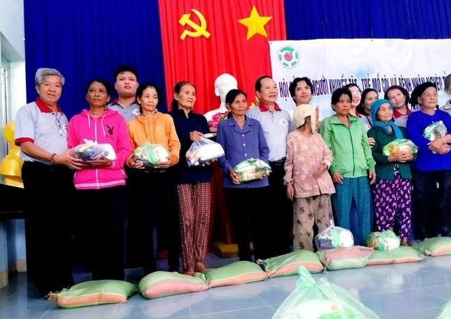 Tặng quà cho đồng bào dân tộc thiểu số khó khăn xã Khánh Hiệp 20.6.jpg