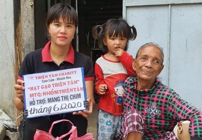 Trao hỗ trợ định kỳ hàng tháng cho hộ dân tộc thiểu số nghèo, khuyết tật.jpg