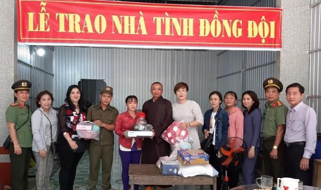 Tang nha tinh dong doi va qua.jpg