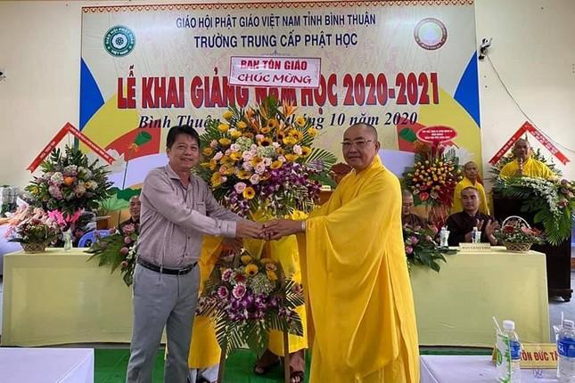 4- Ong Phan Tuan Khanh- Tm BTG Tinh tang hoa chuc mung.jpg