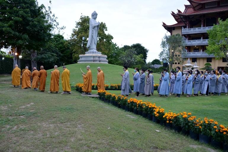 Tượng Đức Phật A Di Đà tại chùa Huê Nghiêm, Q.2, TP.HCM