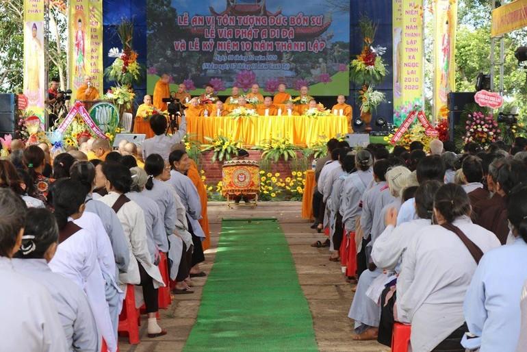 Chư tôn đức giáo phẩm chứng minh và Phật tử tham dự