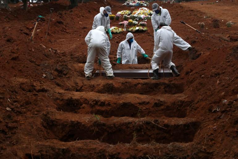Những ngôi mộ tập thể ngày càng xuất hiện nhiều tại Mỹ vì dịch Covid-19