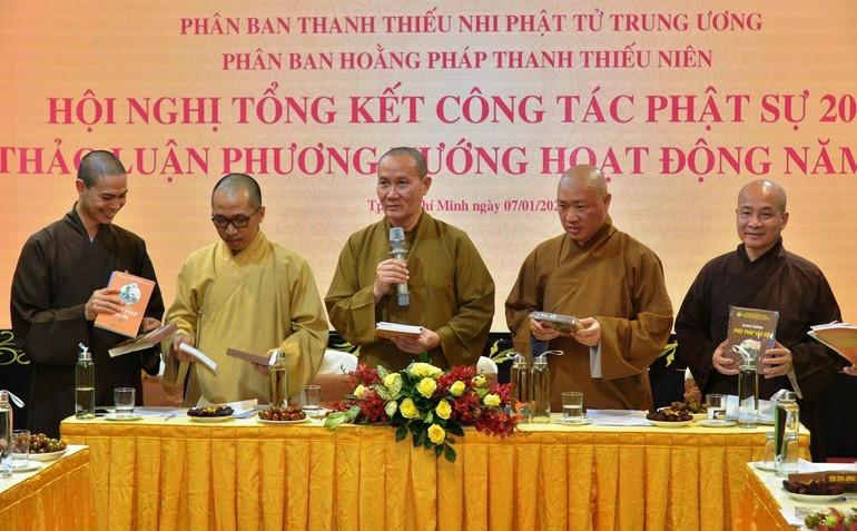 Thượng tọa Thích Phước Nghiêm, Phó Trưởng ban Thường trực Ban Hướng dẫn Phật tử Trung ương điều hành hội nghị