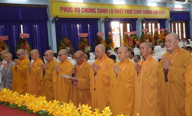 Thượng tọa Thích An Thường, Tân Trưởng ban Trị sự huyện Củ Chi cùng các thành viên nhiệm kỳ X phát nguyện nhận nhiệm vụ.