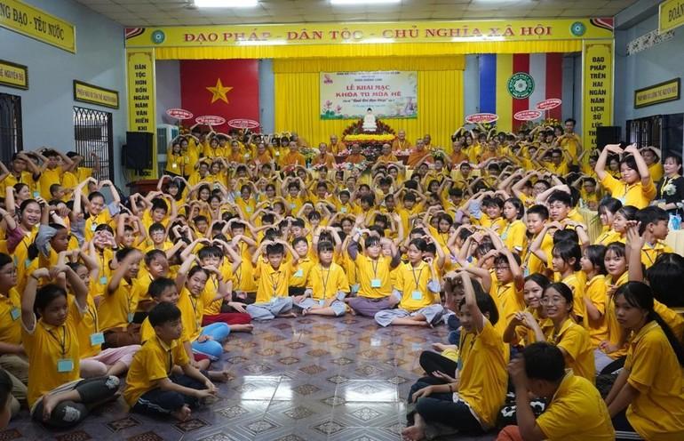 Khóa tu mùa hè dành cho tuổi trẻ do Ban Trị sự GHPGVN huyện Củ Chi tổ chức tại chùa Hoằng Linh - Ảnh: Như Danh/BGN