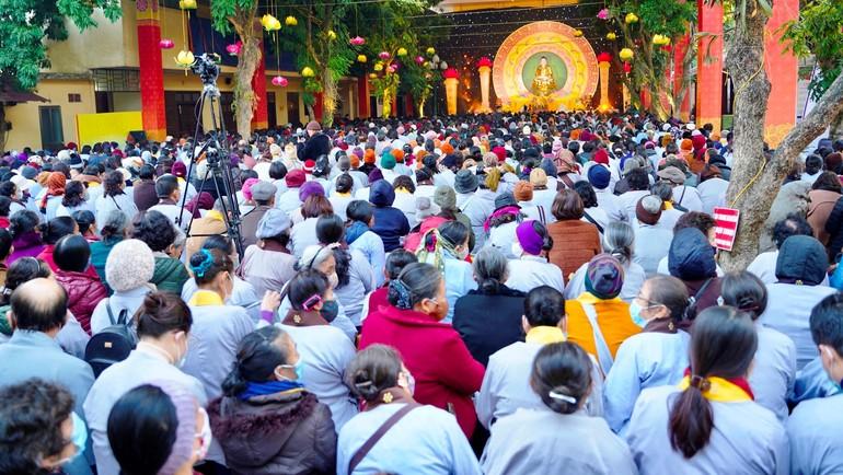 Hàng ngàn Phật tử đã tham dự Đại lễ Đức Thế Tôn thành đạo tại chùa Bằng, Hà Nội