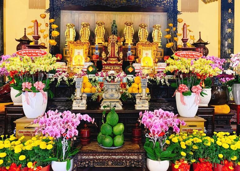 Trang nghiêm Tổ đường ngày 30 Tết tại chùa Ấn Quang - Ảnh: Hoằng Tâm