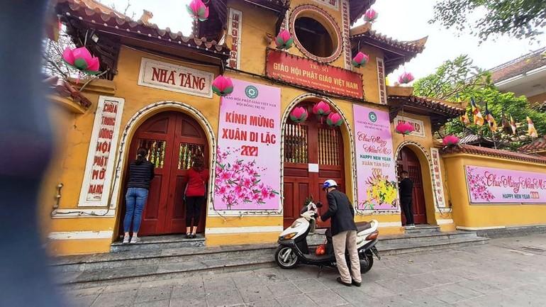 Chùa Quán Sứ đóng cửa theo mệnh lệnh phòng chống Covid-19 tại Hà Nội - Ảnh: Thiện Tâm