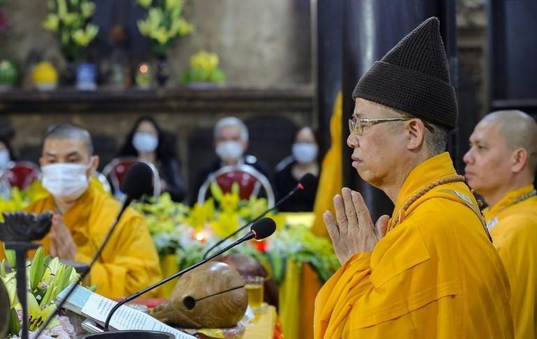 Hòa thượng Thích Thanh Quyết chủ trì lễ kỳ an tại chùa Phúc Khánh - Ảnh: Zing.vn