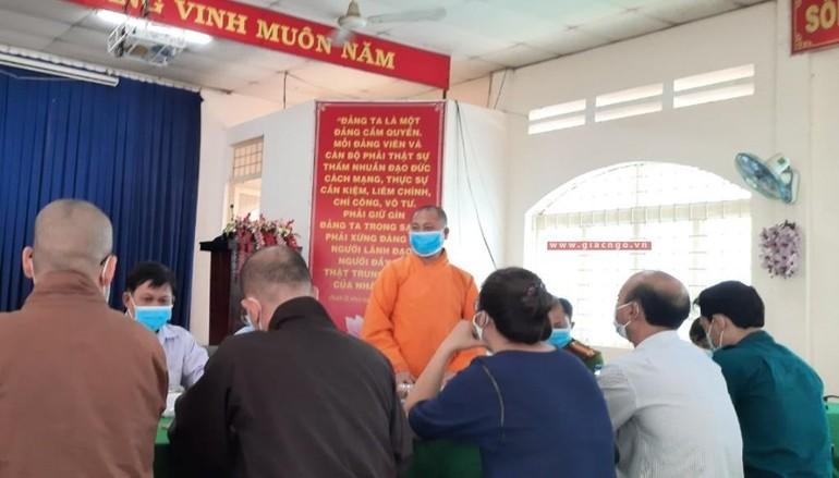 Ông Nguyễn Minh Phúc trong một buổi giải trình với các cơ quan chức năng, Ban Trị sự GHPGVN địa phương - Ảnh: BGN