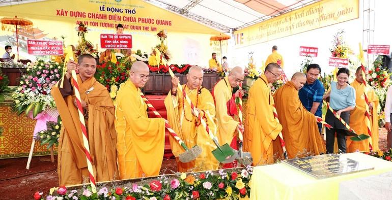 Nghi thức động thổ và đặt đá xây dựng chánh điện chùa Phước Quang - Ảnh: L.Đ
