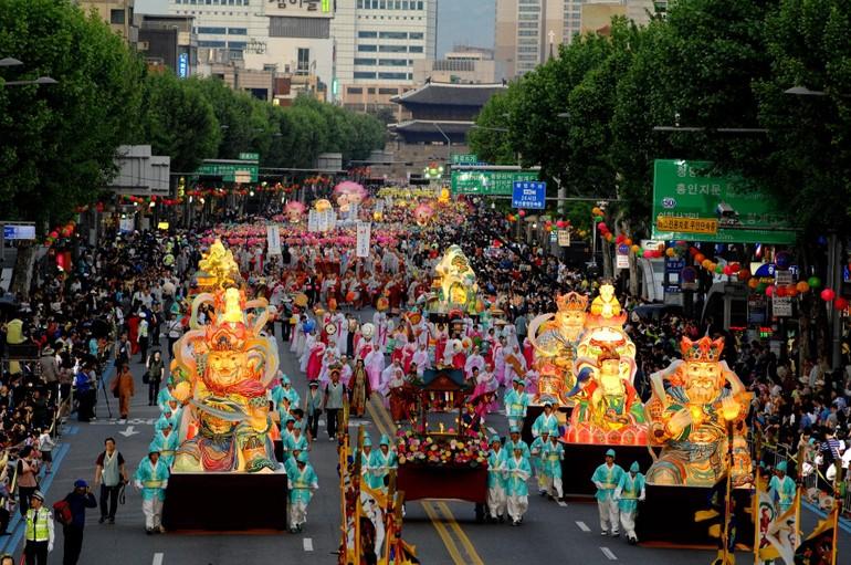 Lễ hội lồng đèn kính mừng Phật đản trên đường phố Hàn Quốc