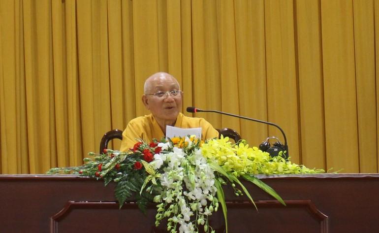 HT.Thích Minh Thông giáo giới cho chư Ni tại cơ sở 2 của Học viện - Ảnh: Ban TT nội viện Ni