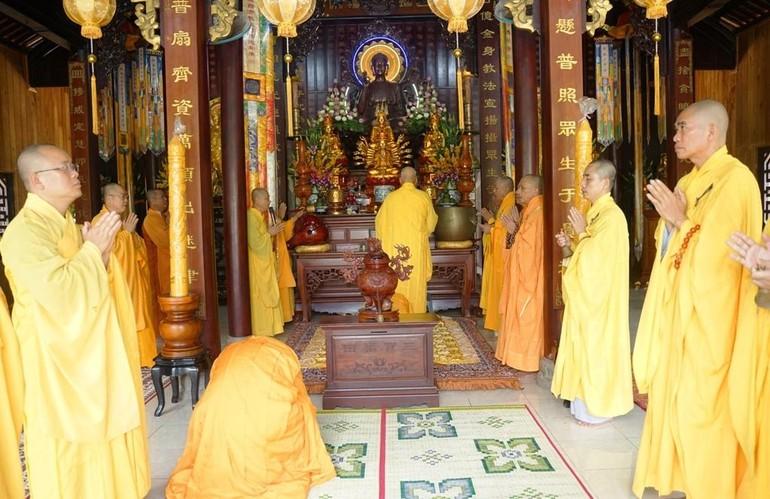 Lễ cúng ngọ tại tổ đình Kim Tiên - Ảnh: A.Q