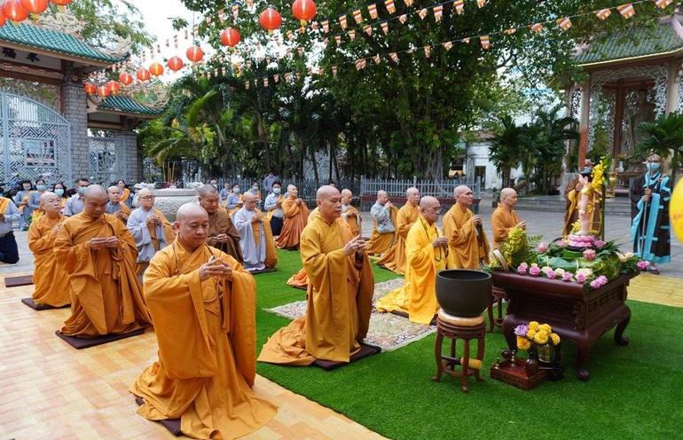 Chư tôn đức Ban Trị sự GHPGVN quận 12 cử hành Đại lễ Phật đản tại chùa Vĩnh Phước