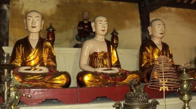 Tổ sư Pháp Loa, Phật hoàng Trần Nhân Tông, Tổ sư Huyền Quang (từ phải)