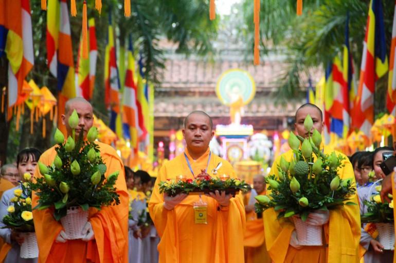 Rước Phật đản sinh