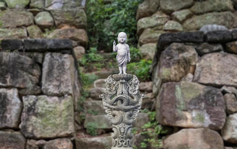 Hình ảnh tượng Tu Di Thích Ca sơ sinh thời Lý trong không gian chùa Phật Tích - Ảnh tư liệu do SEN Heritage cung cấp