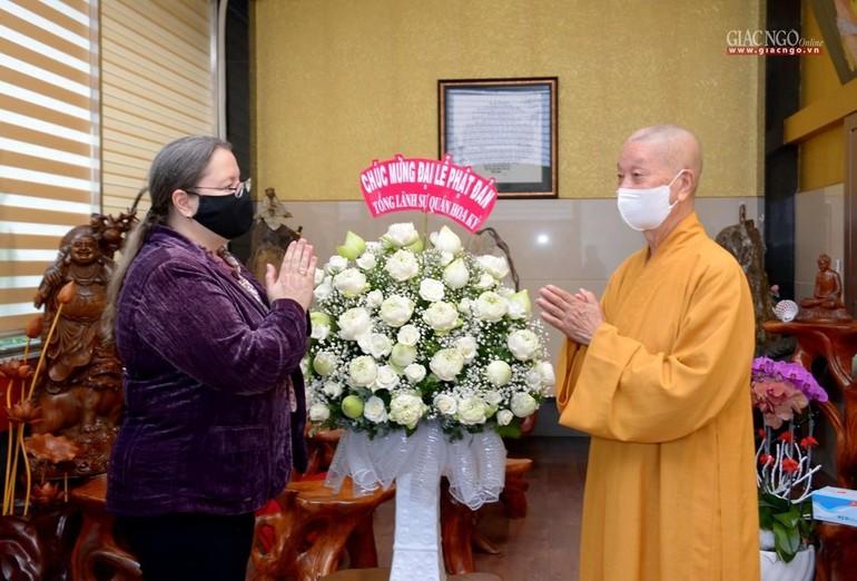Tổng Lãnh sự Hoa Kỳ tại TP.HCM Marie Damour thăm Trưởng lão Hòa thượng Thích Trí Quảng