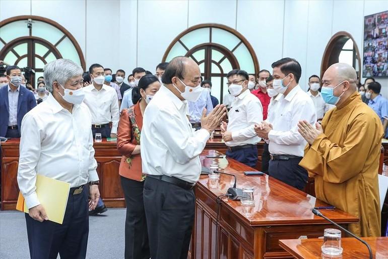 Chủ tịch nước Nguyễn Xuân Phúc gặp đại diện các cơ quan, tổ chức xã hội, tôn giáo... tại buổi phát động