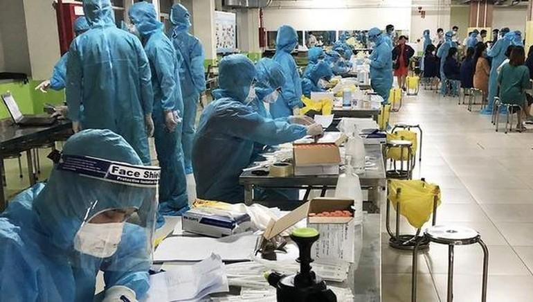 Đội ngũ y, bác sĩ và nhân viên y tế ở Bắc Giang ngày đêm dốc lực nhằm kiểm soát, khống chế sự lây lan của dịch Covid-19