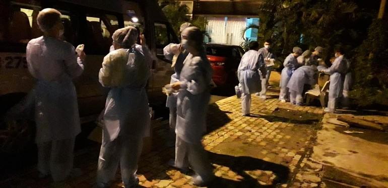 Ngành y tế TP.HCM đang nỗ lực ngày đêm nhằm kiểm soát sự lây lan của dịch trong cộng đồng - Ảnh: HCDC