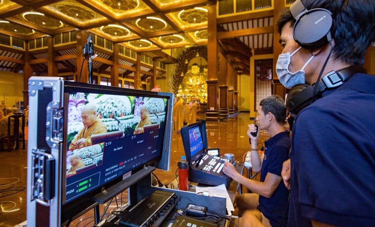 Thực hiện truyền hình trực tuyến Đại lễ Phật đản và các buổi thuyết giảng từ Việt Nam Quốc Tự trên Giác Ngộ Online
