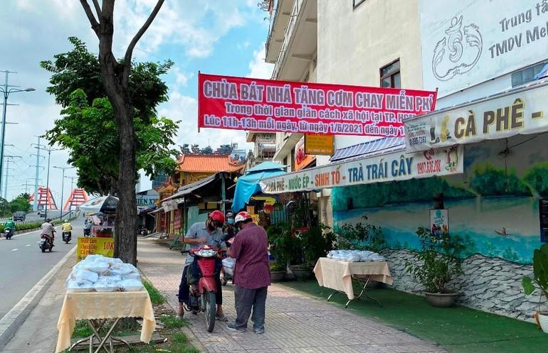 Bình Thạnh: Chùa Bát Nhã, Bảo Vân tặng cơm chay miễn phí mỗi ngày đến hết giãn cách xã hội