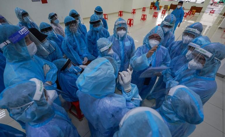 Đội ngũ y tế TP.HCM đang dốc sức lấy mẫu xét nghiệm tầm soát dịch Covid-19 trên địa bàn