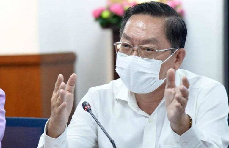 Giám đốc Sở Y tế Nguyễn Tấn Bỉnh phát biểu tại phiên họp sáng nay 14-6 - Ảnh: Tự Trung