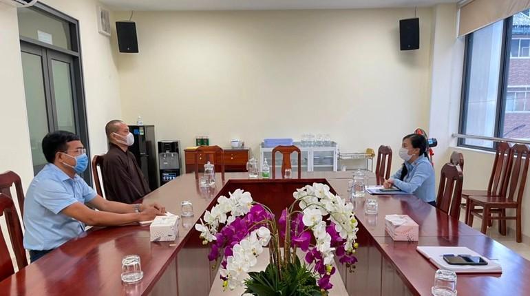 Thượng tọa Thích Trí Chơn làm việc tại trụ sở Ủy ban MTTQVN TP.HCM
