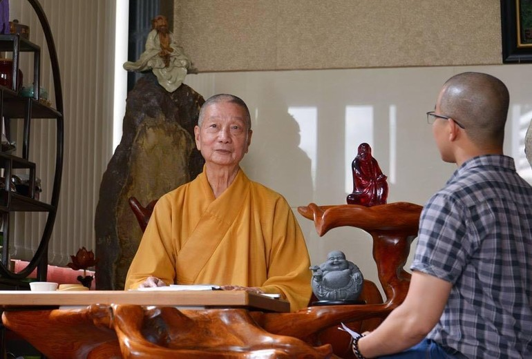 Tác giả được phỏng vấn Trưởng lão Hòa thượng Thích Trí Quảng một số dịp, như kỷ niệm 40 năm ngày Giác Ngộ ra số đầu tiên, Đại hội Phật giáo TP.HCM và toàn quốc… - Ảnh: Bảo Toàn/BGN