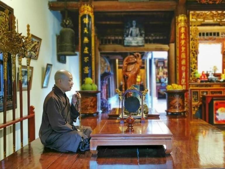 Hòa thượng Thích Bảo Nghiêm trong thời niệm Phật tại đạo tràng an cư tại chỗ chùa Bằng - Hà Nội